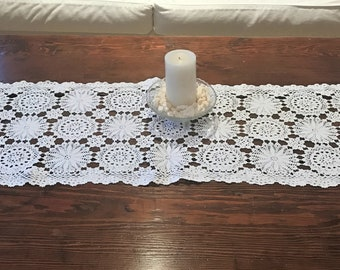Vintage White Crochet Table Runner Round Pinwheel Designs Scarf Linen Decor