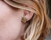 silver square earstuds- n...