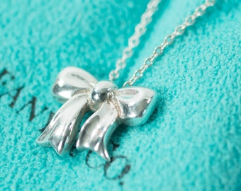 a5683db90 Beautiful Feminine Authentic Tiffany & Co Sterling Silver Ribbon Bow  Necklace