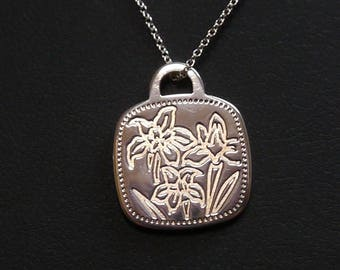 LIKE NEW!! Feminine and Dainty Tiffany & Co. Flowers Pendant Necklace