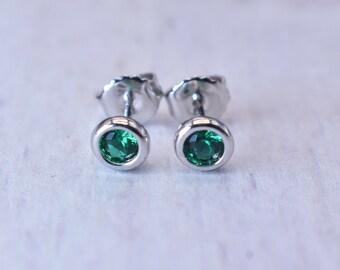 NEW, NEVER WORN!!!  Tiffany & Co. Elsa Peretti Color by the Yard Feminine Tsavorite Stud Earrings with Original Backs