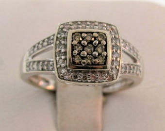 Sparkly Champagne & Clear Diamond Ring Approx. 0.32 ctw 10K White Gold Size 7.25