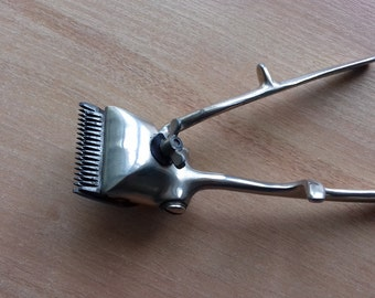 Vintage Mechanical Haircut Metal Machine/ Manual Hair Clipper From 1960s USSR Item In Good Working Condition