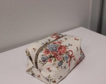 Cute flower printed vanity bag