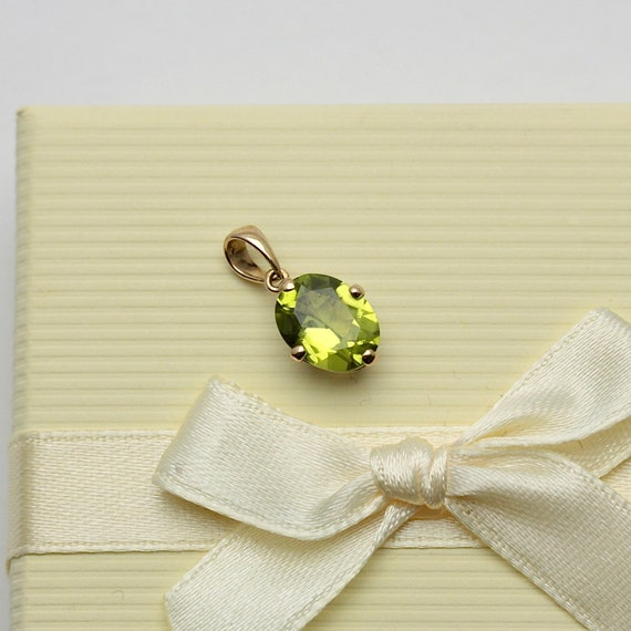 Small Vintage 9ct Gold Peridot Oval Pendant