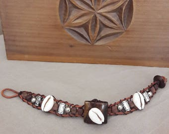 Shells with wooden beads bracelet.