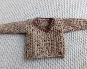 Dolls house knitting: 1/12th scale hand knitted sweater in khaki