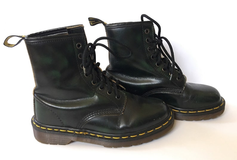 1980s DR MARTENS 8eye Forest Green Distressed Boot  Size UK4