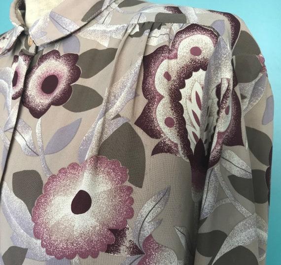 1970s Floral Blouse Secretary Button Up Blouse, T… - image 5