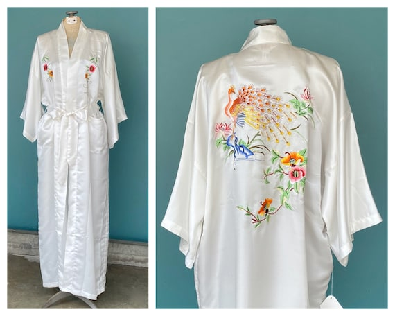 White Silk Vintage Chinese Long Robe Embroidered W