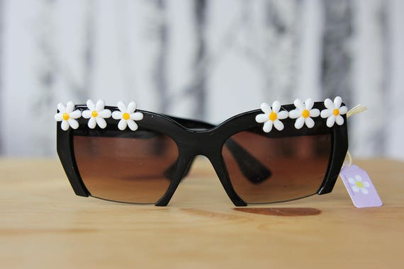Daisy Cutoff Sunnies