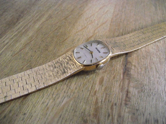 vintage watch / Swiss machanical  ladies watch / v