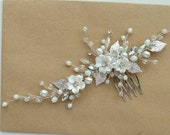 White Flower bridal hair comb Wedding hair piece Wedding hair accessories Floral hair comb Bridal hair piece Wedding Headpiece Crown