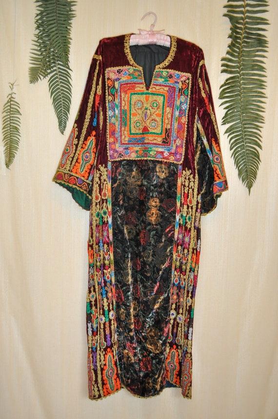 Vintage Velvet Ornate Embroidered Design Kaftan Dr