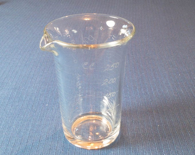 Vintage 8 Ounce 250 cc Apothecary Drugstore Lab Etched Glass Beaker by Glasco Circa 1920s-30s