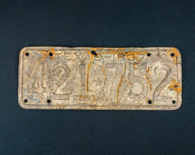 Vintage Rusty 1937 Texas  Automobile License Plate Tag Number 241752