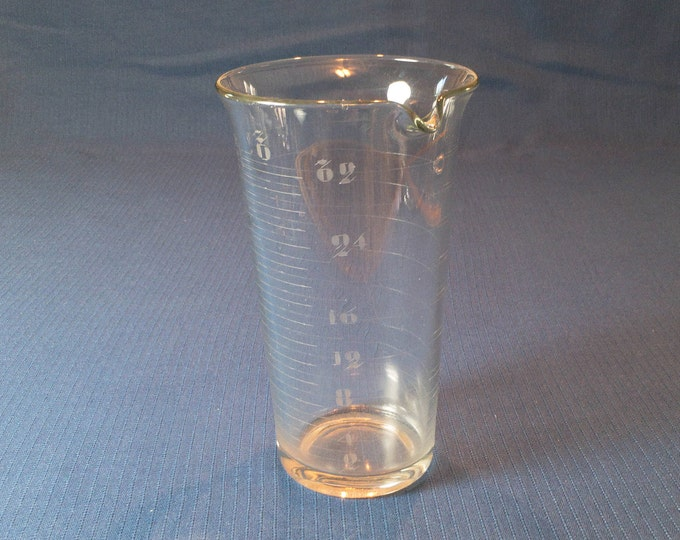 Vintage 32 Ounce 2 Pint Apothecary Drugstore Lab Etched Glass Beaker Circa 1910s-30s