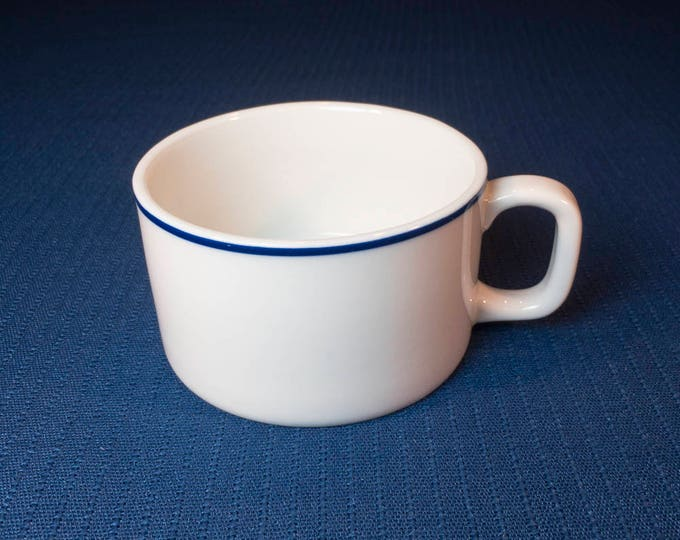 """Vintage American Airlines """"American Traveler"""" (AAL-1) Pattern Cup Domestic First Class Cup (73-MU-2 C.R.I. 1-Japan) Circa Late 1970s-1990"""