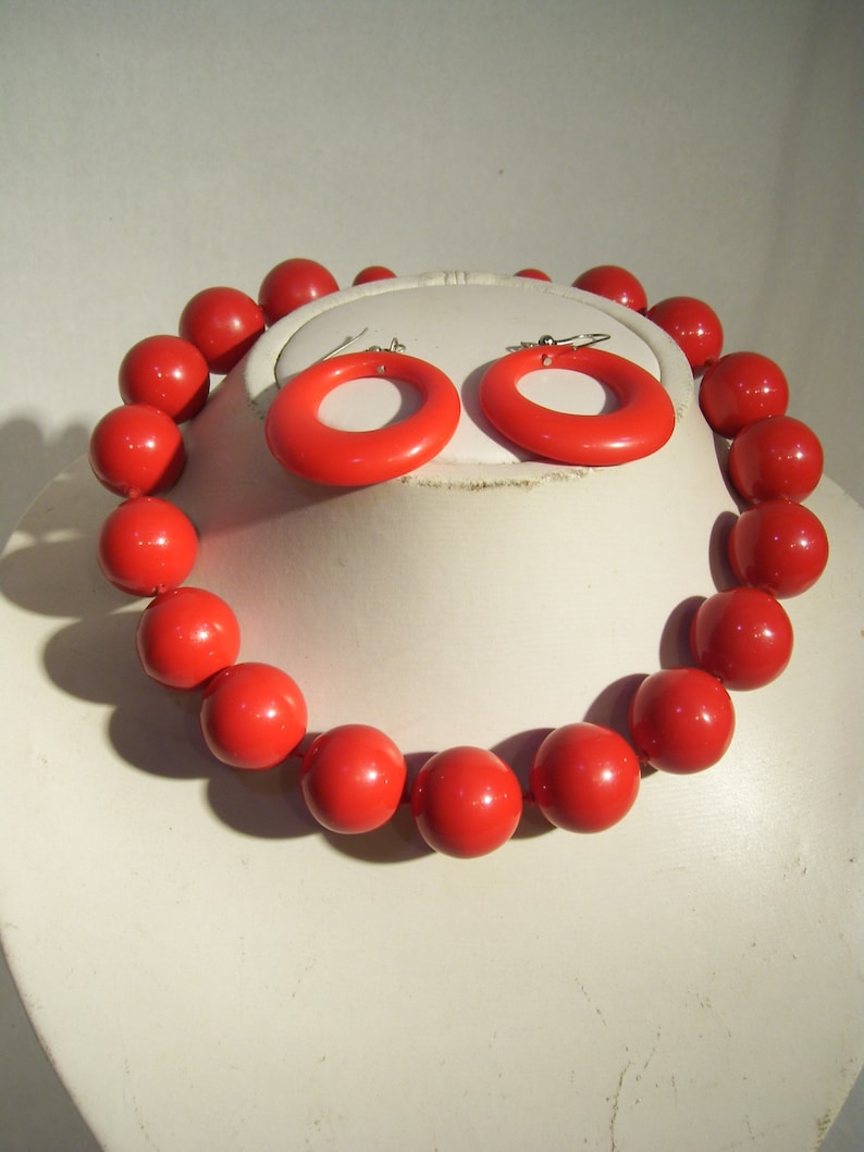 Set of red vintage necklace and earrings