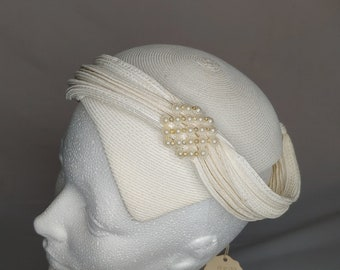 Vintage ivory straw fascinator from the 1940s