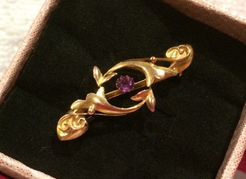Exceptionally Pretty Antique Vintage VICTORIAN 9ct Gold SWEETHEART Brooch-Scrolled Infinity Loop Design with Central AMETHYST-Stamped 9ct