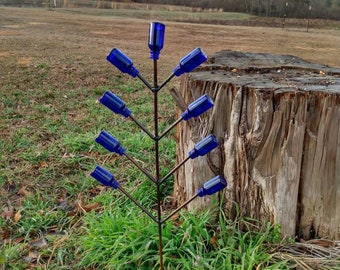 Snap Dragon Bottle Tree (includes Blue bottles that will add the color Blue to your garden) Free Shipping Priority Mail