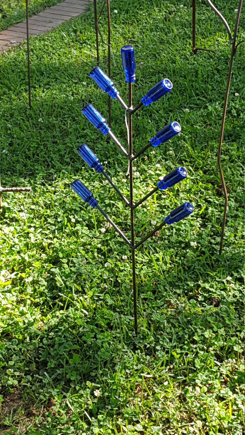 Snap Dragon Bottle Tree includes Blue bottles that will add image 0