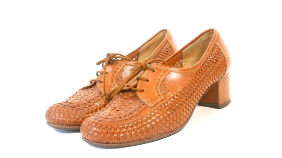 Vintage mod brown leather lace up shoes