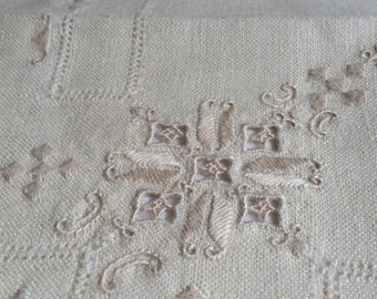 Delicate Vintage Tablecloth and Four Matching Napkins