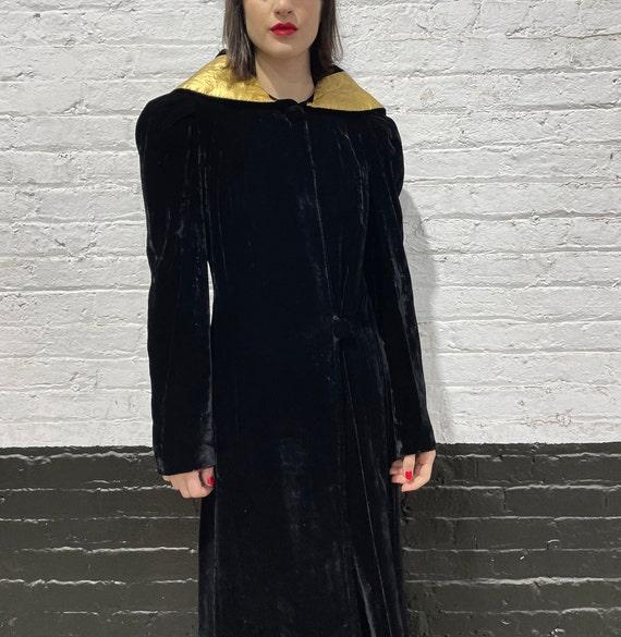 30's black velvet coat by Hochschild Kohn & co, v… - image 2