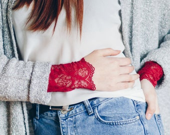 Lace Fingerless Gloves / Red Bracelet / Lace Wrist Cuff / Arm Band / Wrist Wraps / Lace Cuff Bracelet / Tattoo Cover Up // Wine Red