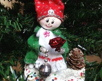 Christmas Elf, pine cone Elf, Christmas pine cone, Christmas tree decor, Christmas gift, hanging ornament, Table decor, snow elf
