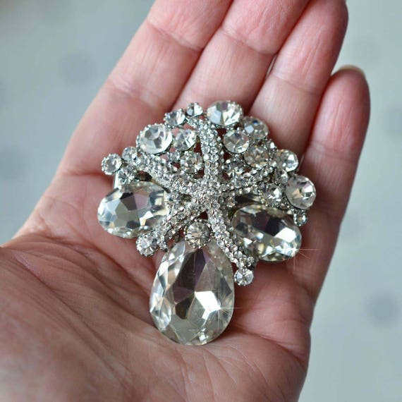 CLEARANCE STOCK STUNNING BEAUTIFUL CRYSTAL  BROOCH PIN BRAND NEW /& BOXED