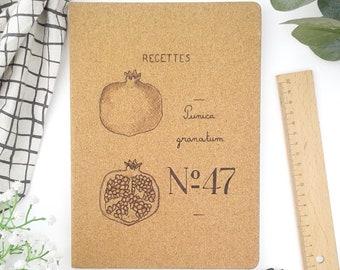 Grand carnet recettes notes liège couverture rigide pyrogravé fruit grenade végétal dessin botanique naturel notebook cahier pages lignées