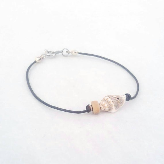 Bracelet cuir fin brun coquillage blanc marron tigré   Etsy 8794ba9208f