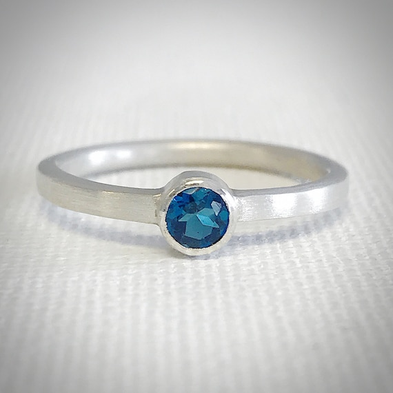 London Blue Topaz and Sterling Silver Ring - 4mm