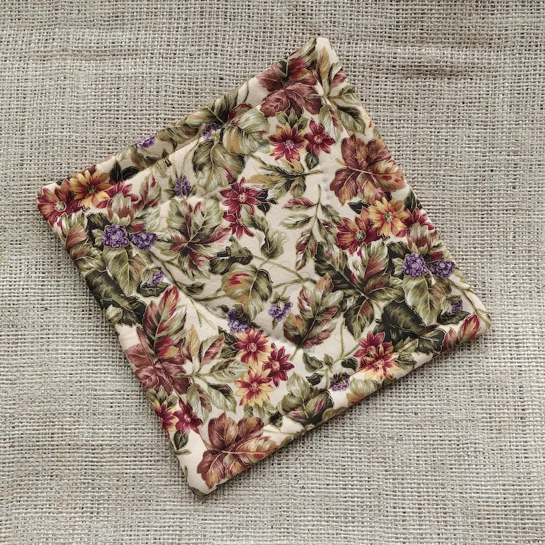 Fall Colours Hotpad Tan Kitchen Decor Beige Floral Potholder Hand Quilted Hotpad Thanksgiving Decor Neutral Flowered Potholder