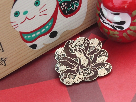 Kitsune lapel pin (9 tailed fox)