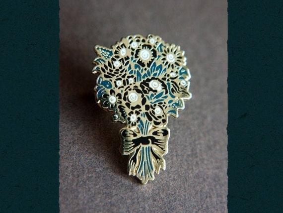 Eye flowers lapel pin