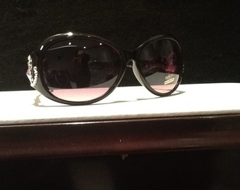 Sunglasses with black frame and Swarovski cystals