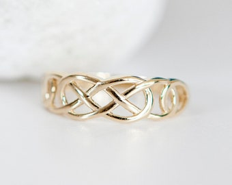 Personalised 9ct Yellow Gold Celtic Love Knot Ring