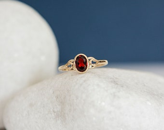 Solid 9ct Yellow Gold Celtic Band Ring with Garnet