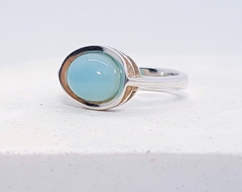 UK O Chalcedony Ring * Sterling Silver * Celtic Birthstone Ring * Celtic Knot * Irish Ring * Celtic Knot Jewelry * Birthstone Ring *
