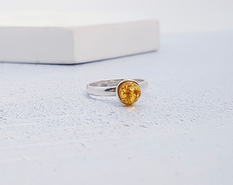 UK L / US 5.5 Amber Ring * Sterling Silver * Celtic Birthstone Ring * Celtic Knot * Irish Ring * Celtic Knot Jewelry * Birthstone