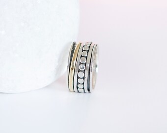 UK R | 8.5US | EU59 Sterling Silver and Brass Spinning Ring With Dots