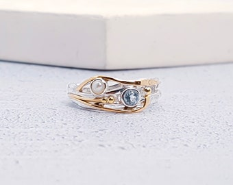 UK M / US 6 / EU 52.7 Sterling Silver Sky Blue Topaz and White Freshwater Pearl Ring for Women
