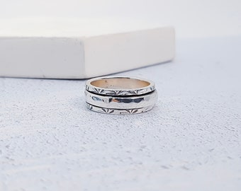 UK M / US 6 / EU 52.7 Slim Hammered Spinner Ring * Sterling Silver * Boho * Anxiety, Meditation, Worry, Spinning Jewelry * Spin