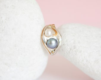 UK P   7.5US   EU56 Sterling Silver Ring with Freshwater Pearl Duo Gemstones on a Silver Band