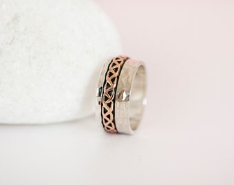 UK Q | 8US | EU58 Sterling Silver and Copper Celtic Knot Spinner Ring
