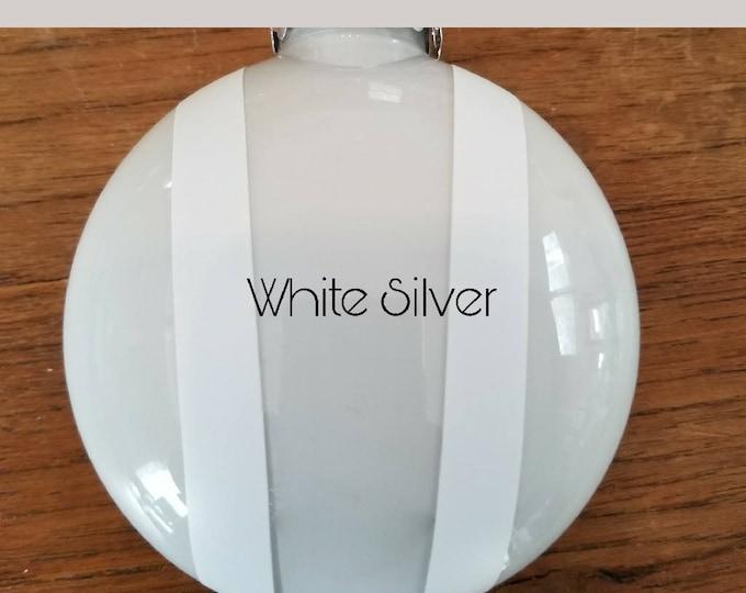 Bonnet ornament- White Silver